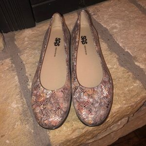 NWOT SAS Sz 8N Leather Flats